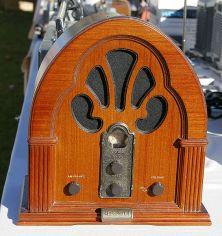 564px-Old_radio